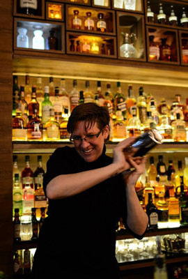 Barmaid Olympics – charity cocktail competition in Berlin, Trader Magnus